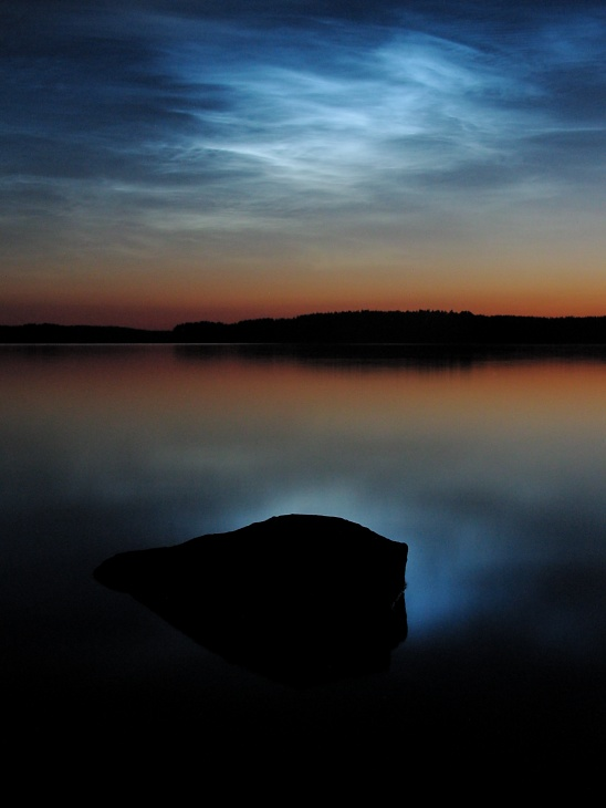 Noctilucent_clouds_over_saimaa